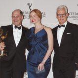 Christina Hendricks, John Slattery y Matthew Weiner en los Emmy Internacional 2014
