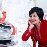 Concha Velasco sopla las velas de su tarta de cumpleaños en 'Cine de barrio'