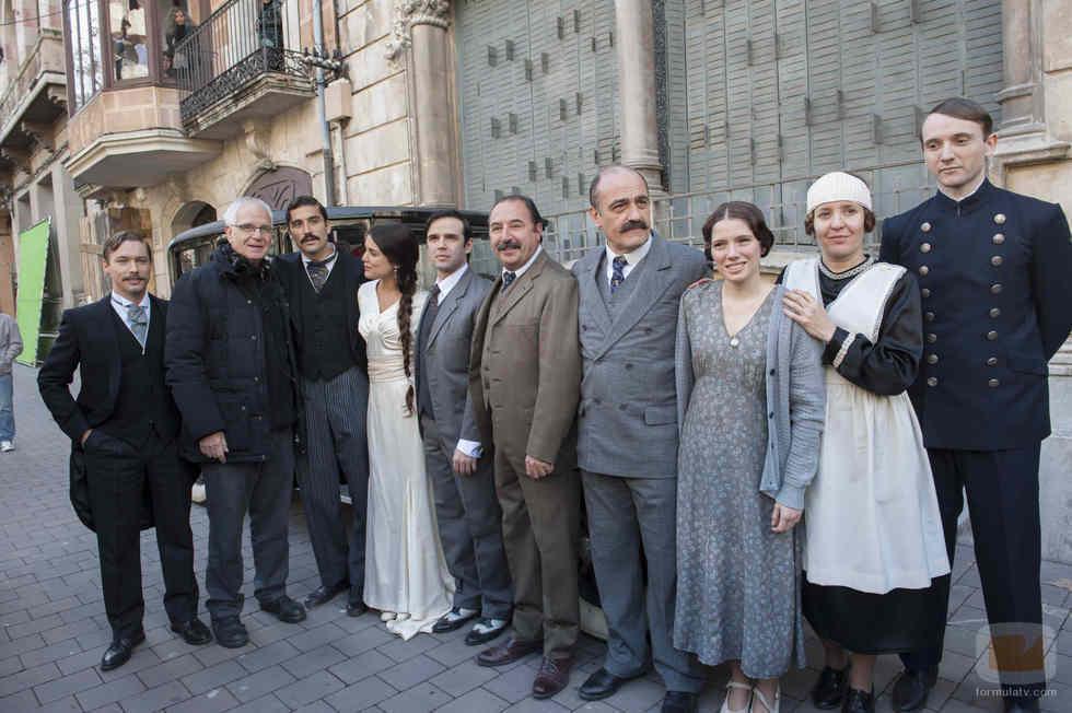 Foto de familia de los actores de 'Habitaciones cerradas'