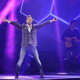 David Bisbal actuando durante los Premios 40 Principales 2014