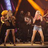 Sweet California cantando un éxito de su último disco en la gala de los Premios 40 Principales 2014
