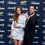 Dani Mateo y Elena Ballesteros en el photocall de los Premios 40 Principales 2014