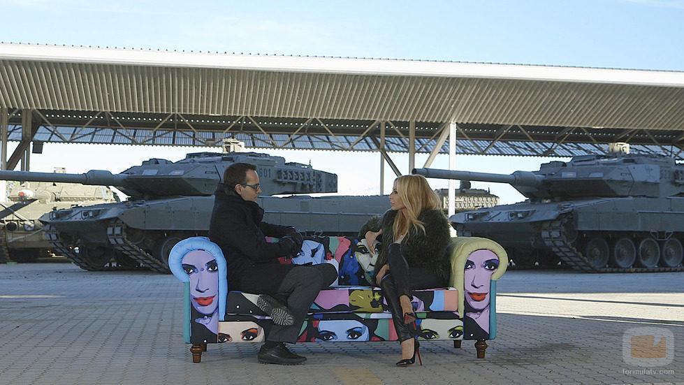 Marta Sánchez charlando con Risto Mejide