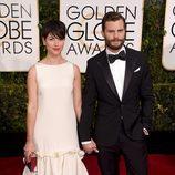 Jamie Dornan y Amelia Warner en los Globos de Oro 2015