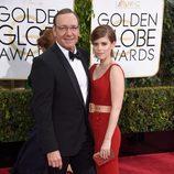 Kevin Spacey y Kate Mara en los Globos de Oro 2015