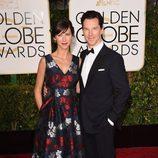 Benedict Cumberbatch y Sophie Hunter en los Globos de Oro 2015