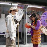 Kevin Sussman y America Ferrera disfrazados en la fiesta de Halloween de 'Ugly Betty'