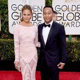 John Legend y Chrissie Teigen en los Globos de Oro 2015