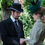 Victor Ros conversando con la bella Clara Alvear