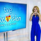 Edurne posa junto al logo de Eurovisión