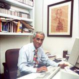 José María Carrascal en su despacho