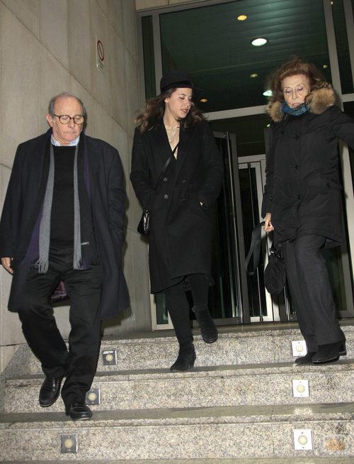 Julia Gutiérrez Caba, Emilio Gutiérrez Caba e Irene Escolar despidiendo a Amparo Baró