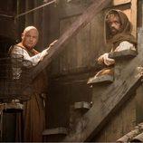 Conleth Hill es Varys y Peter Dinklage es Tyrion Lannister