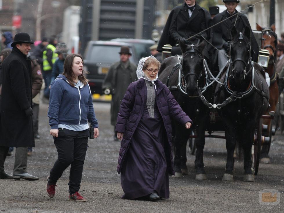 Una Stubbs en el rodaje del capítulo de Navidad 2015 de 'Sherlock'