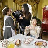 El equipo de maquillaje de 'Acacias 38' preparando al elenco