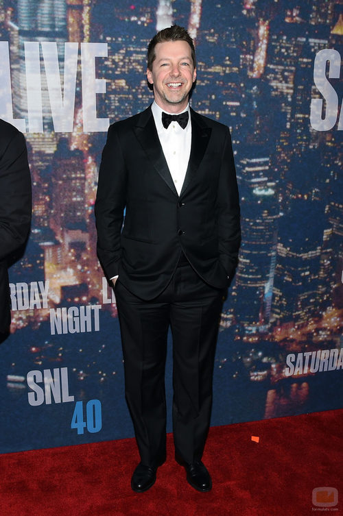 Sean Hayes en la fiesta 40 años de 'SNL'