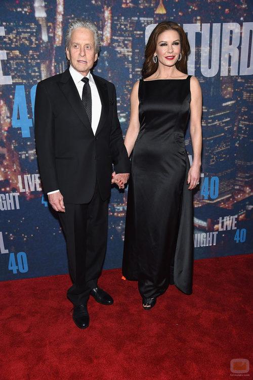 Michael Douglas y Catherine Zeta Jones en el 40 aniversario de 'SNL'