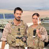 El capitán Alberto Sánchez y la tiradora de élite Isabel Santana en 'Los nuestros'