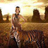 """Edurne posa junto a un tigre en el videoclip de """"Amanecer"""""""