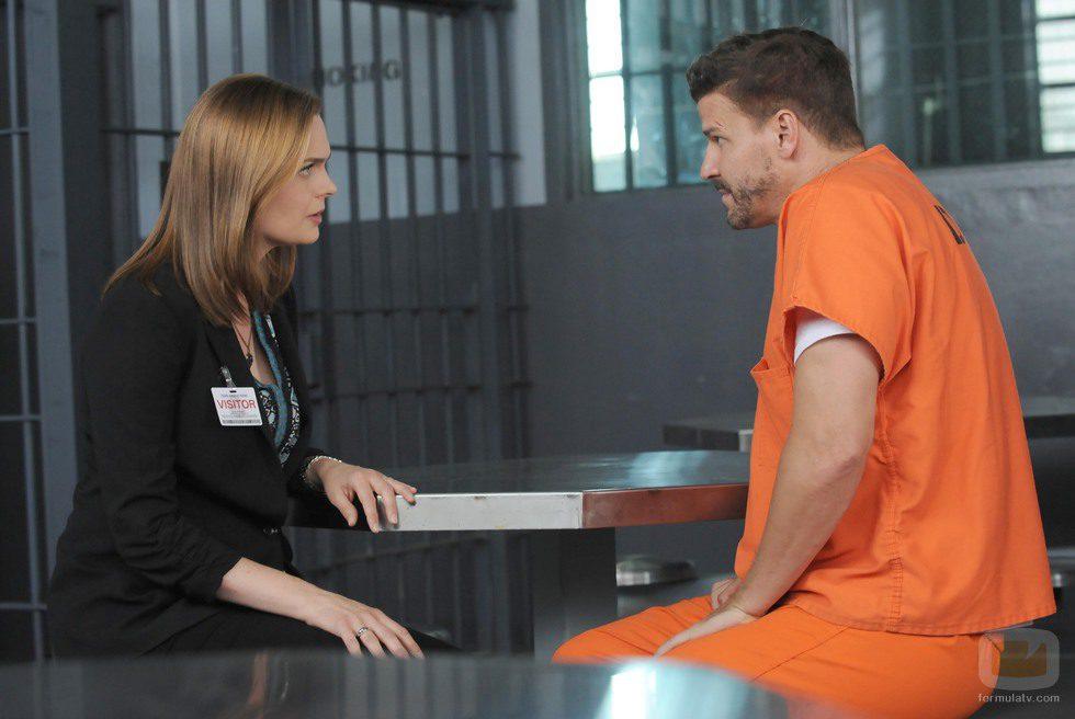 Brennan visita a Booth en 'Bones'