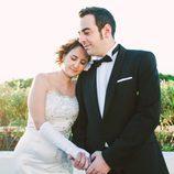 Salva y Gloria posan tras haber contraído matrimonio en 'Casados a primera vista'