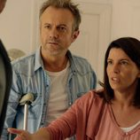 Tristan Ulloa y Laia Marull en el primer episodio de 'Los nuestros'