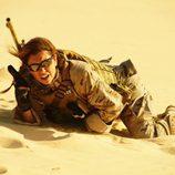 Blanca Suárez en la arena del desierto en el segundo episodio de 'Los nuestros'