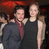 Kit Harington y Sophie Turner en el after party de la premiere de la quinta temporada de 'Juego de tornos'