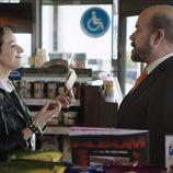 Paco junto a Remi en el primer episodio de 'Aquí Paz y después Gloria'