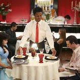 Cena entre America Ferrera y Kevin Sussman en 'Ugly Betty'