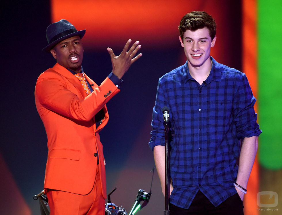 Nick Cannon y Shawn Mendes en los Nickelodeon's 28th Annual Kids' Choice Awards