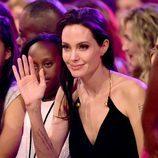 Angelina Jolie saluda en los Nickelodeon's 28th Annual Kids' Choice