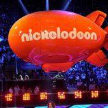 Jennifer López en el escenario de los Nickelodeon's 28th Annual Kids' Choice Awards