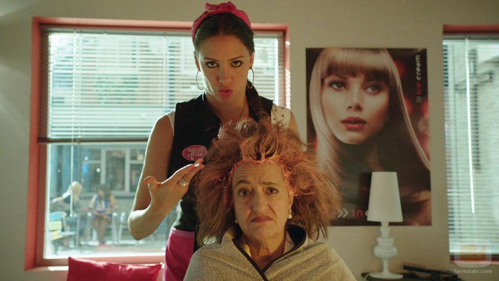 Cuca y Melany en el primer episodio de 'Aquí Paz y después Gloria'