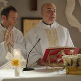 Antonio Molero y Antonio Resines en el primer episodio de 'Aquí Paz y después Gloria'