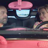 Nazaret Jiménez y Antonio Resines en el primer episodio de 'Aquí Paz y después Gloria'