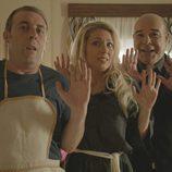 Antonio Molero, Nazaret Jiménez y Antonio Resines en el segundo episodio de 'Aquí Paz y después Gloria'