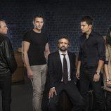 El equipo del CNI junto a Jose Coronado y Alex González en la segunda temporada de 'El Príncipe'