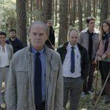 Policias y familiares buscan a Alicia en el primer episodio de 'Bajo sospecha'