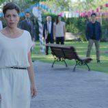 Carmen desesperada por la desaparición de su hija en el primer episodio de 'Bajo sospecha'