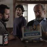 Víctor se infiltra en el bar de la familia en el segundo episodio de 'Bajo sospecha'