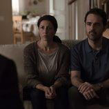 Informan a los padres que han encontrado a Alicia en el segundo episodio de 'Bajo sospecha'