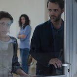 Carmen y Roberto en el hospital en el tercer episodio de 'Bajo sospecha'