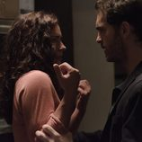 Roberto y Begoña en el tercer episodio de 'Bajo sospecha'