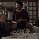 El comisario Casas y el agente Víctor en el cuarto episodio de 'Bajo sospecha'