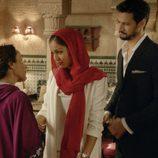 Hiba Abouk y Stany Copper durante el primer capítulo de la segunda temporada de 'El Príncipe'