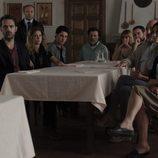 La familia Vega reunida en el cuarto episodio de 'Bajo sospecha'