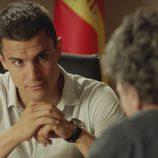 Morey hablando con Fran en el segundo capítulo de la segunda temporada de 'El príncipe'