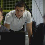 Fernando Gil, Álex González y José Coronado en el segundo capítulo de la segunda temporada de 'El príncipe'