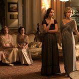 Cuatro de las hermanas preocupadas en un capítulo de 'Seis hermanas'